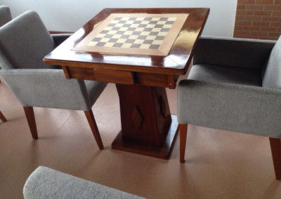 Mesa de Xadrez com pés